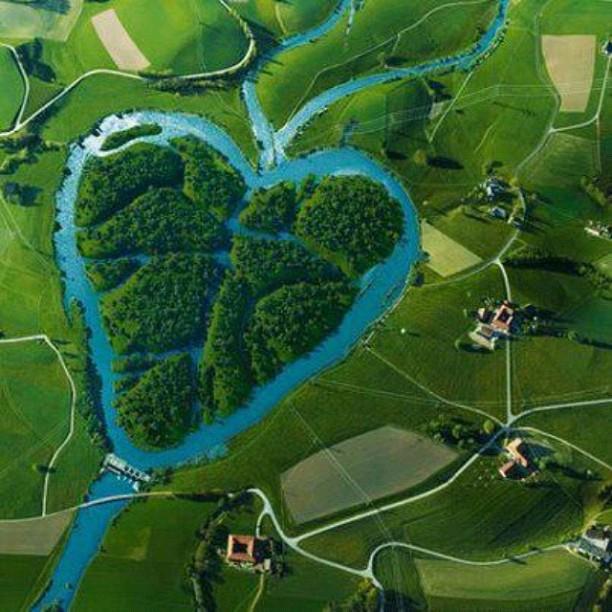 perierga.gr - Heart River: Ποταμός σε σχήμα καρδιάς!