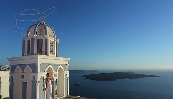 perierga.gr - Ταξιδεύει στον κόσμο και φωτογραφίζεται με… νυφικό!