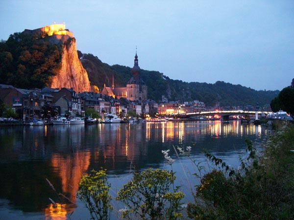 "perierga.gr - Η πανέμορφη ""κωμόπολη των βράχων""!"