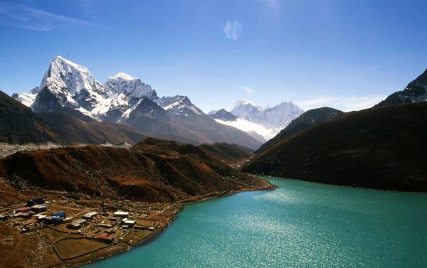 perierga.gr - Λίμνες Gokyo: Στην κορυφή του Έβερεστ!