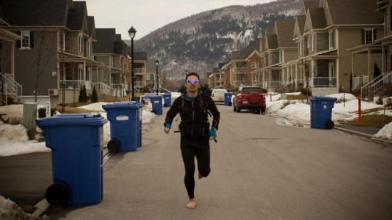 perierga.gr - Τρέχει από τον Καναδά στην Αργεντινή χωρίς... παπούτσια!