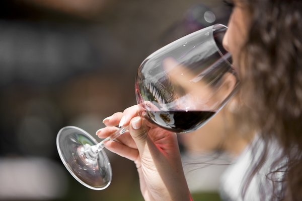 perierga.gr - Οι παντρεμένες πίνουν περισσότερο αλκοόλ από τις ελεύθερες!