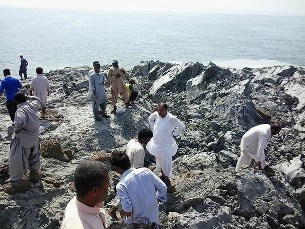 """perierga.gr - Πρώτες εικόνες του """"νεογέννητου"""" νησιού στο Πακιστάν!"""