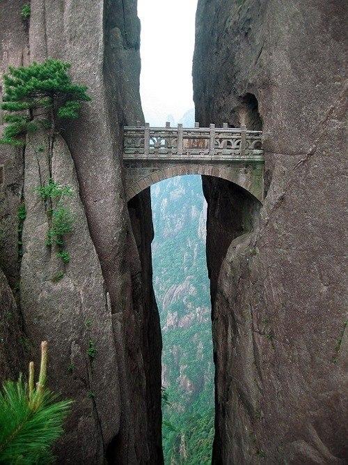 perierga.gr - Τα τρομακτικά μονοπάτια του Κίτρινου βουνού στην Κίνα!
