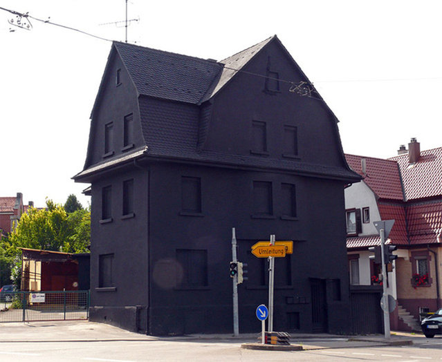perierga.gr - Το μαύρο σπίτι της Γερμανίας