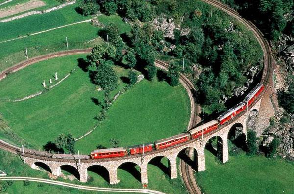 perierga.gr - Κυκλική σιδηροδρομική γραμμή προκαλεί εντύπωση!