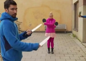 perierga.gr - Πινγκ πονγκ με μαχαίρια! (βίντεο)