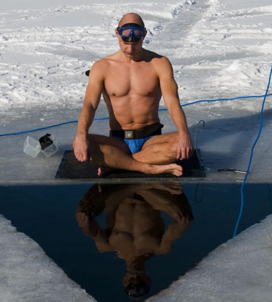 perierga.gr - Με μια ανάσα, μένει 22 λεπτά κάτω από το νερό!