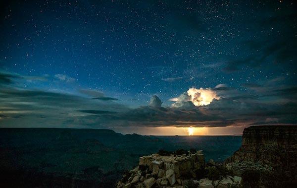 perierga.gr- Εκπληκτικές αστραπές στο Γκραν Κάνυον!