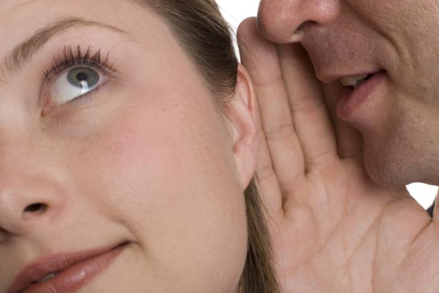 perierga.gr - Από το δεξί αυτί ακούμε καλύτερα!