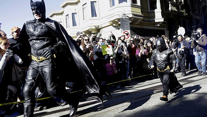 Perierga.gr - 5χρονος «Μπάτμαν» «έσωσε» το Σαν Φρανσίσκο και συγκλόνισε τις ΗΠΑ