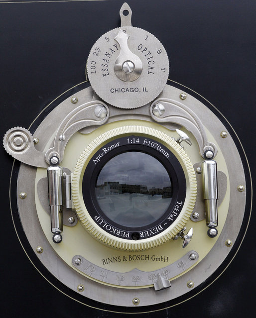 perierga.gr - Η μεγαλύτερη φωτογραφική μηχανή στον κόσμο!