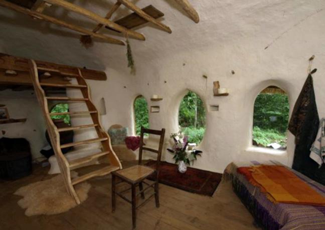 Perierga.gr - Το «στρουμφόσπιτο» που χτίστηκε με 180 ευρώ!