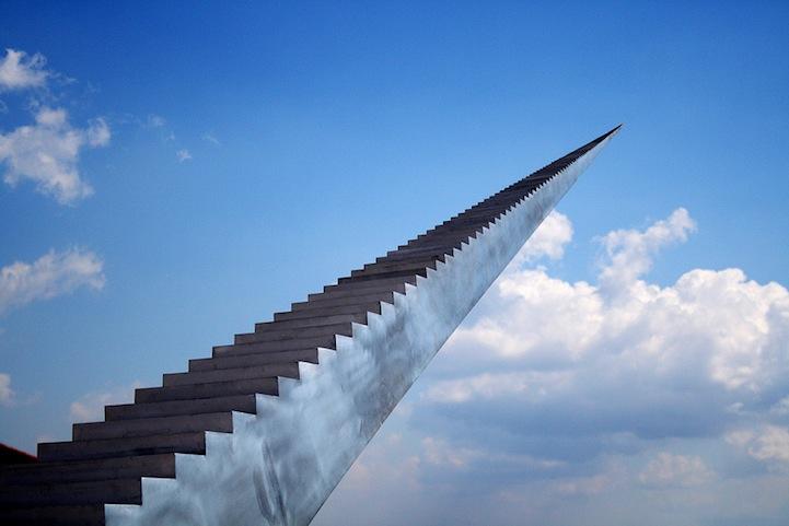 perierga.gr - Μια ατελείωτη σκάλα προς τον ουρανό!