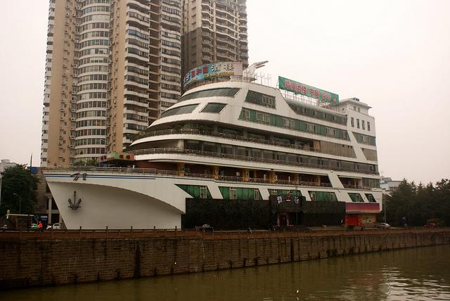 perierga.gr - 10 κτήρια σε σχήμα… πλοίου!