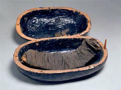 Perierga.gr - Μουμιοποιημένα παϊδάκια στο αιώνιο δείπνο του Τουταγχαμών