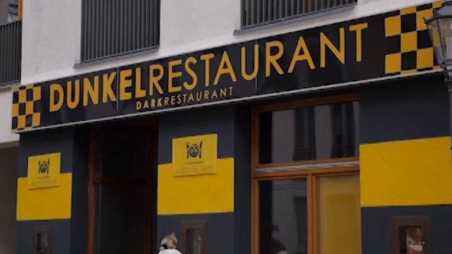 perierga.gr - Unsicht-Bar: Εμπειρία φαγητού στο απόλυτο σκοτάδι!