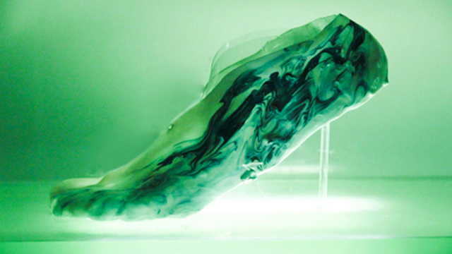 perierga.gr - Τα παπούτσια του μέλλοντος θα εφαρμόζουν σαν... δέρμα!