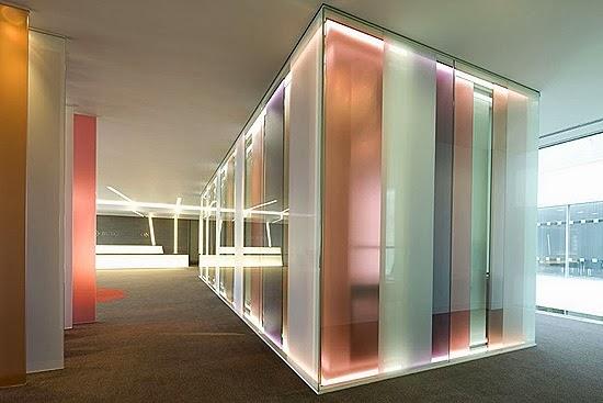 perierga.gr - 10 εμπνευσμένοι χώροι εργασίας από γυαλί!