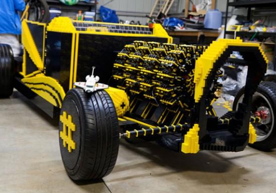 """perierga.gr - Ένα """"κανονικό"""" αυτοκίνητο φτιαγμένο από Lego!"""
