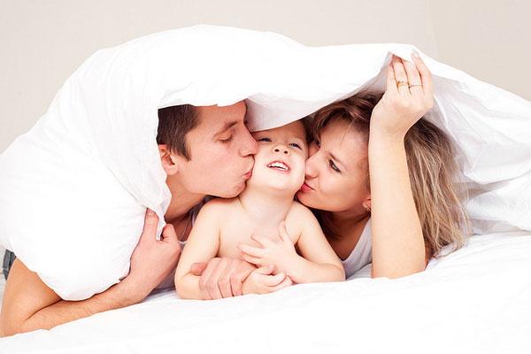 Γιατί τα παιδιά αγαπούν πιο πολύ τους μπαμπάδες από τις μαμάδες;