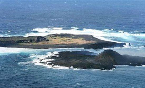 Perierga.gr - Νεογέννητο νησί δεν σταματά να μεγαλώνει