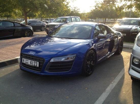 perierga.gr - Δείτε πώς μοιάζει ένα πάρκινγκ κολεγίου στο Ντουμπάι!