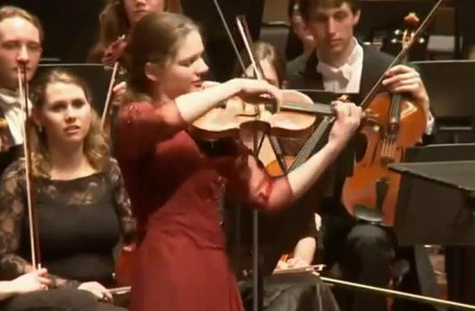 Perierga.gr - Oλλανδή βιολονίστρια παίζει Τσιτσάνη!
