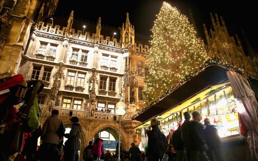 perierga.gr - Τα χριστουγεννιάτικα δέντρα άναψαν στον κόσμο!