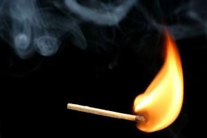 perierga.gr - Ένα σπίρτο καίγεται σε αργή κίνηση!