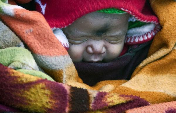 perierga.gr - To οδοιπορικό μιας γυναίκας για να γεννήσει το μωρό της!