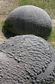 "perierga.gr - ""Ζωντανά"" βράχια μεγαλώνουν με τη βροχή και... περπατάνε!"