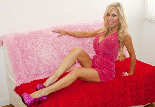 Perierga.gr - Η γυναίκα Barbie θέλει να... χαζέψει