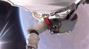 perierga.gr - Νέο βίντεο από την απίστευτη πτώση του Φέλιξ Μπαουμγκάρτνερ!