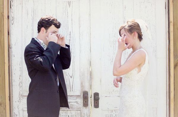 perierga.gr - Όταν οι άντρες (γαμπροί) κλαίνε!