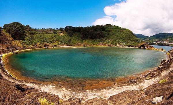 perierga.gr - Πανέμορφο νησάκι στη μέση του Ατλαντικού!