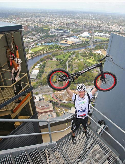 perierga.gr - Ανέβηκε 2.919 σκαλιά με το… ποδήλατό του!