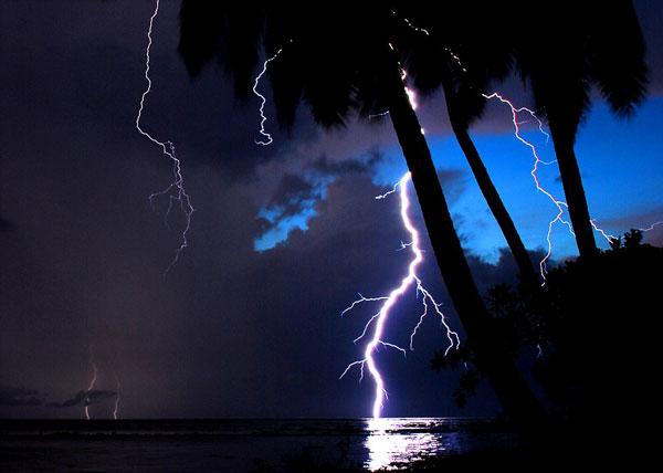 perierga.gr - Η «αιώνια καταιγίδα» της λίμνης Μαρακαΐμπο!