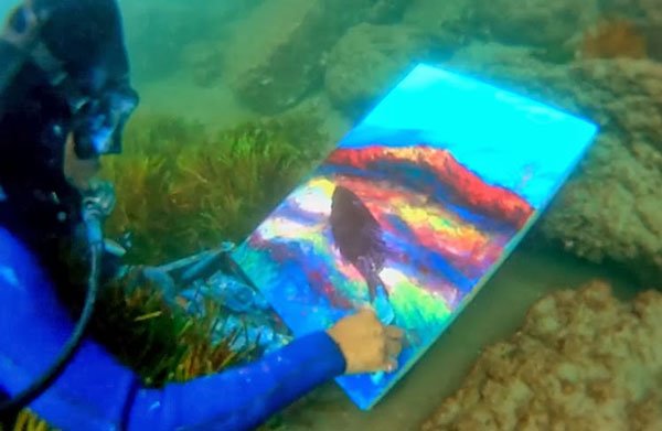 perierga.gr - Καλλιτέχνης ζωγραφίζει τους πίνακές του στο... βυθό!