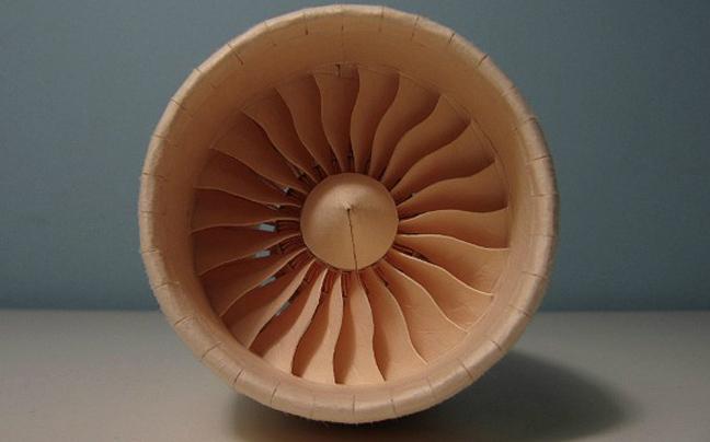 Perierga.gr - Πιστό αντίγραφο αεροπλάνου από χαρτί!