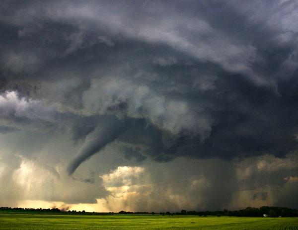 perierga.gr - Κινηματογραφώντας μέσα στην καταιγίδα! (βίντεο)