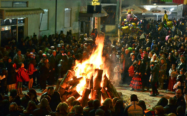 perierga.gr - Τα έθιμα της Αποκριάς στη χώρα μας