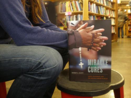 "perierga.gr - ""Τα βιβλία του σώματος"" δημιουργούν οπτικές ψευδαισθήσεις!"