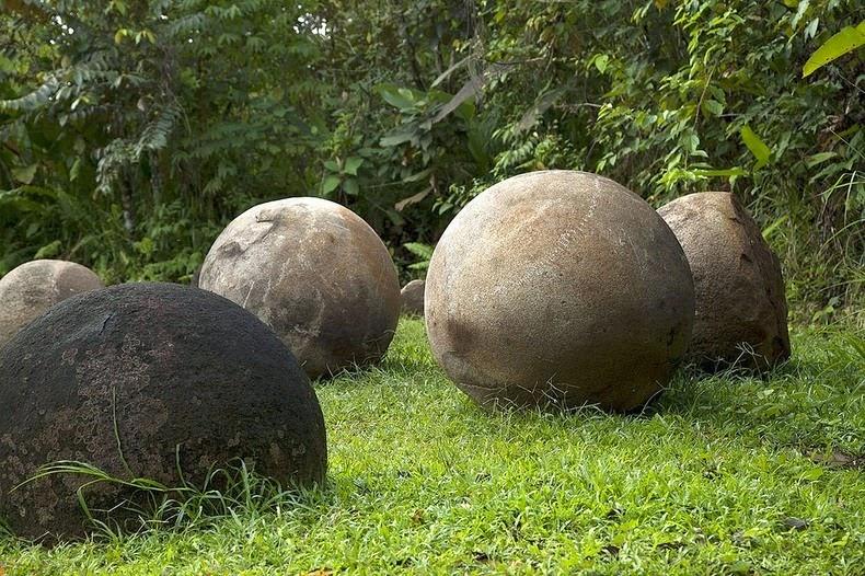 perierga.gr - Οι μυστηριώδεις πέτρες της Κόστα Ρίκα!