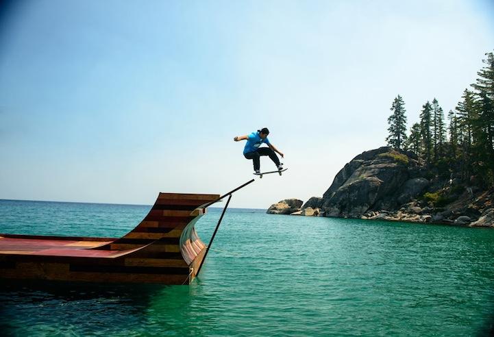 perierga.gr - Κάνοντας σκέιτμπορντ στο νερό!