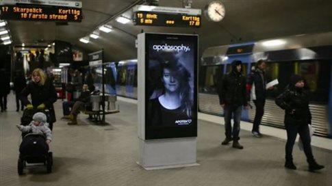 Perierga.gr - Ζωντανά μαλλιά σε διαφήμιση στο μετρό της Στοκχόλμης