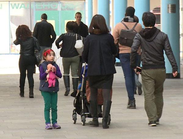 Perierga.gr - Πείραμα: Πόσοι αδιαφορούν στη θέα ενός χαμένου παιδιού;