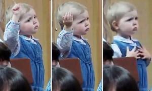 perierga.gr - 3χρονο κοριτσάκι σε ρόλο μαέστρου! (βίντεο)