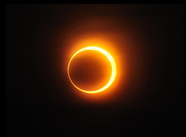 "perierga.gr - Ηλιακή έκλειψη θα δημιουργήσει ""πύρινο δαχτυλίδι""! (βίντεο)"