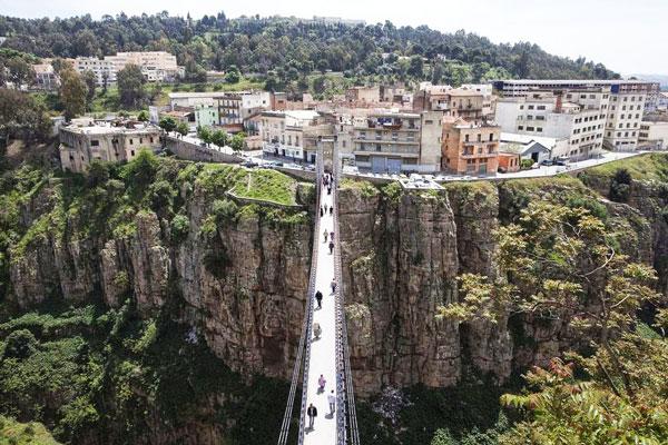 perierga.gr - H παράξενη πόλη με τις γέφυρες!